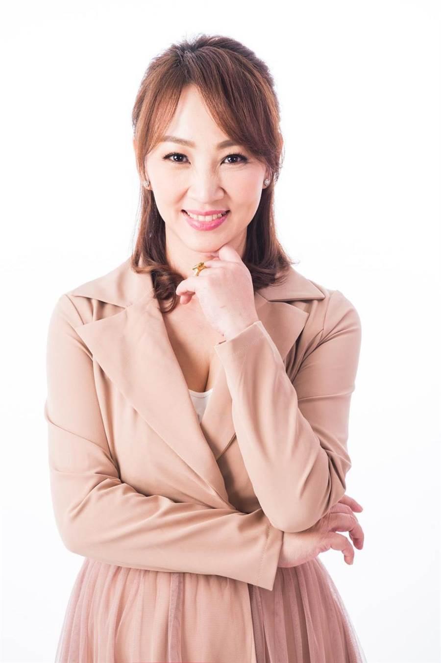 成長於家暴家庭,郁方現在更熱衷投入公益。(POP Radio提供)