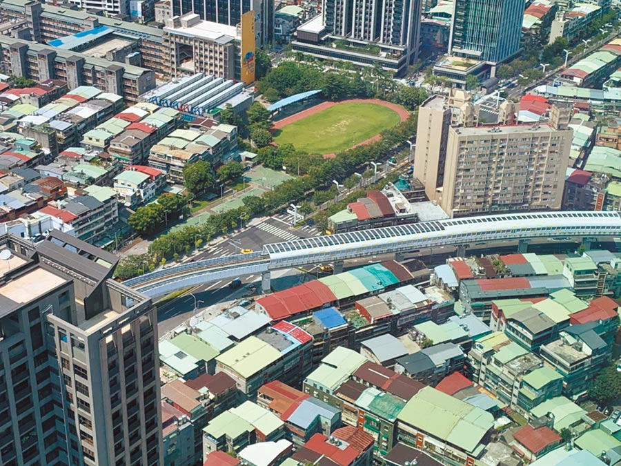「捷運都更」第一階段選定21捷運站,提供最高50%增額容積鼓勵都更,捷運開到哪,都更就到哪。(葉德正攝)