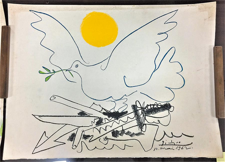 《鴿子與太陽》石版畫是畢卡索為1962年7月在莫斯科舉行的「世界裁軍大會」廣告宣傳所作。(史博館提供)