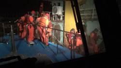 金門海巡逮越界陸船 押解途中險沈沒