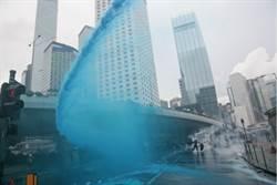 水炮車再出動 首噴藍色水柱驅散
