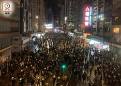 警方疑出動「臥底」 有黑衣男持胡椒彈槍拘示威者