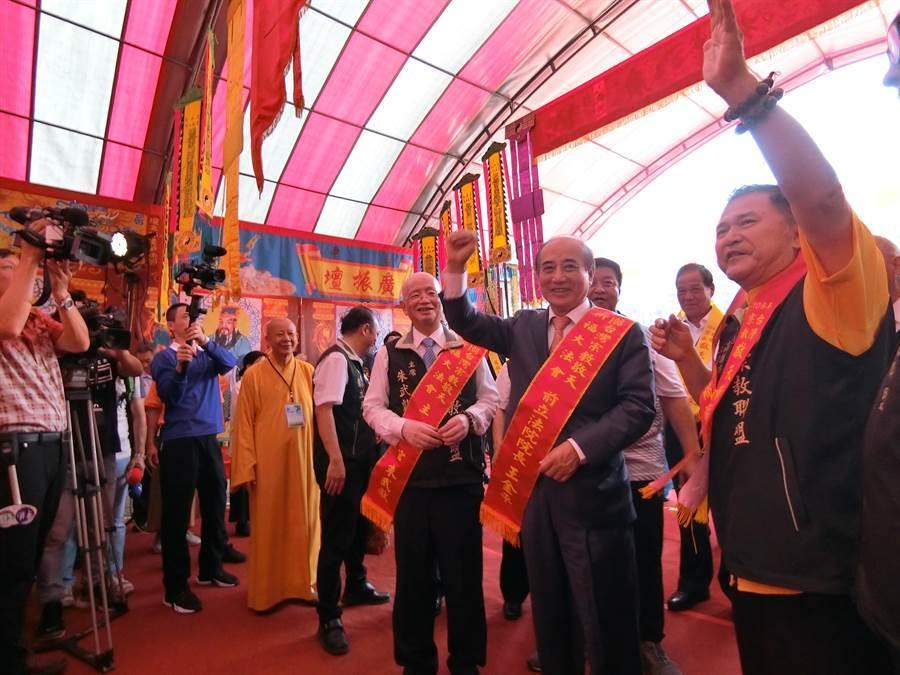 前立法院長王金平31日到台中市出席台灣宗教敬天祈福大法會。(盧金足攝)