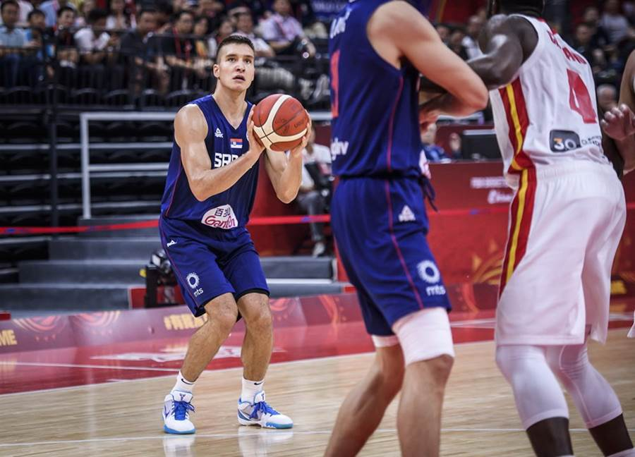 塞爾維亞前鋒波達諾維奇單場轟進5顆三分球,拿下全場最高24分。(摘自FIBA官網)