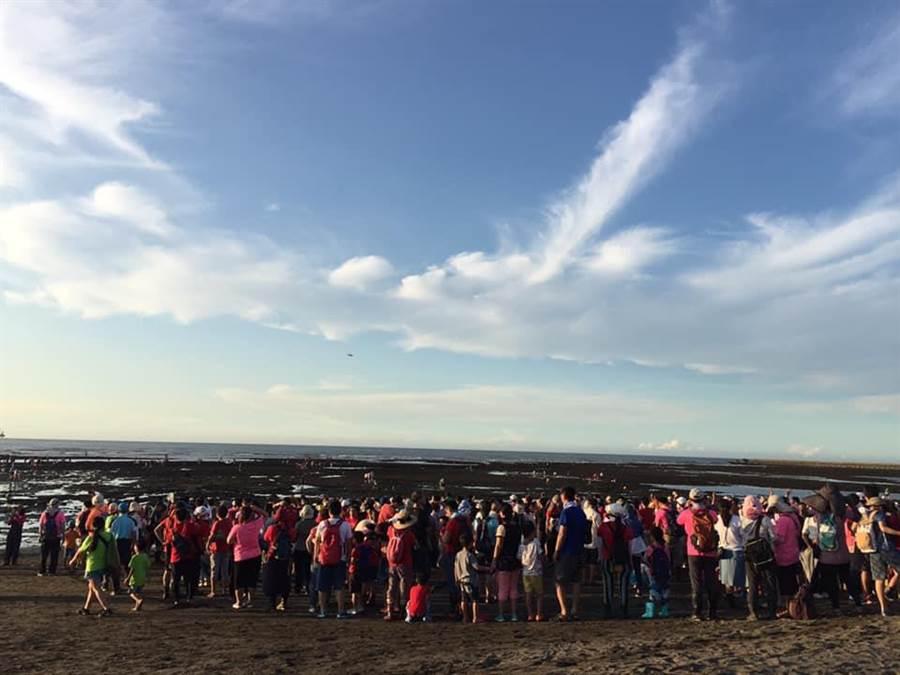 雖然地處偏僻,仍有3千餘人自發性參與活動。(摘自珍愛桃園藻礁粉絲專頁)