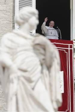 教宗不見了!受困電梯25分鐘 打火兄弟英勇救人