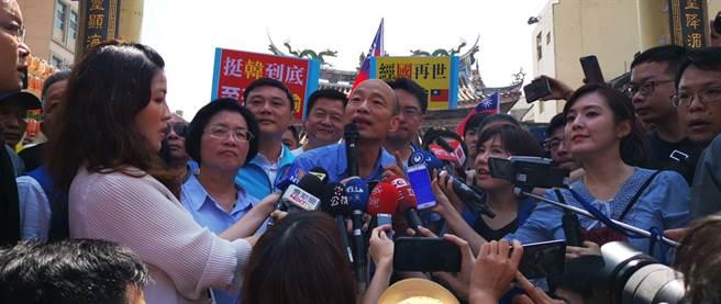 韓國瑜接受媒體聯訪強調黑韓應該適可而止。(吳建輝攝)