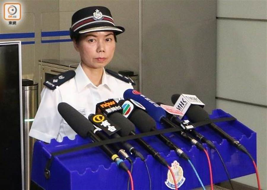 余鎧均指持槍投擲汽油彈者非警員。(圖/截自香港東網)
