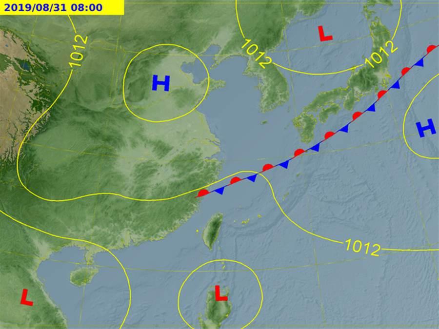 位在南海上的熱帶性低氣壓W91在24小時內將生成颱風玲玲。(圖/中央氣象局)
