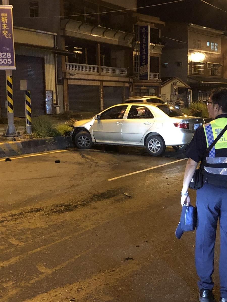 警方到場急將2車主送醫。(翻攝照片/蔡依珍桃園傳真)