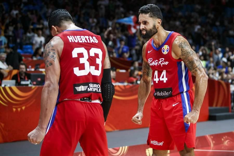 波多黎各後衛莫賈卡(右)剛好在自己35歲生日這天投進絕殺。(摘自FIBA官網)