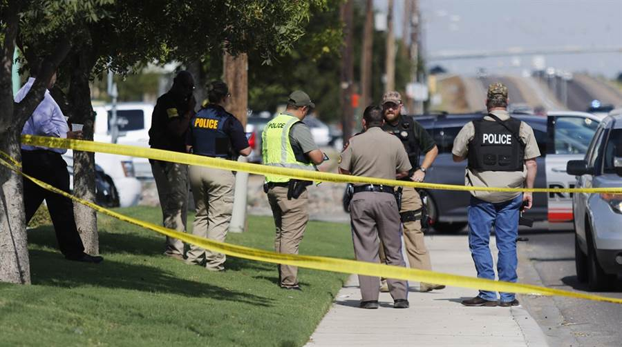 德州奧德薩市周六發生槍擊,當地警方封鎖現場。(圖/美聯社)