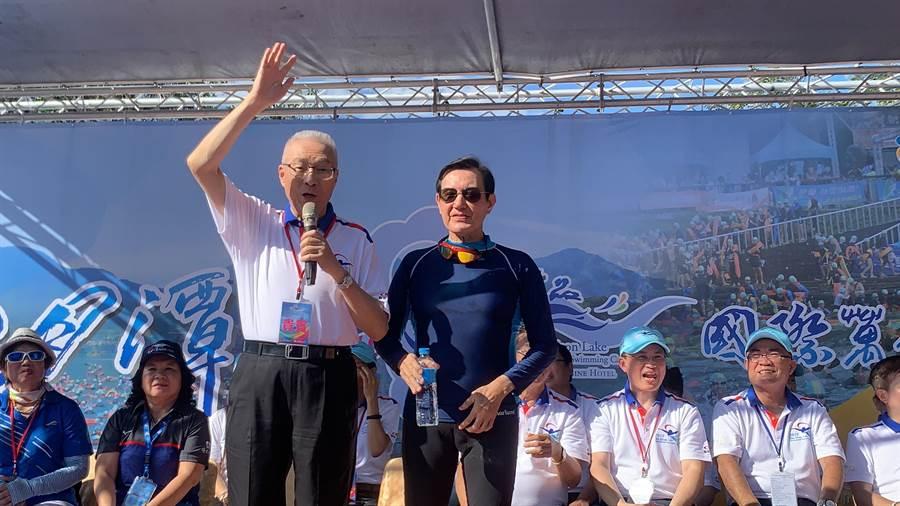 前正副總統馬英九丶吳敦義,參加萬人泳渡開幕。(廖志晃攝)