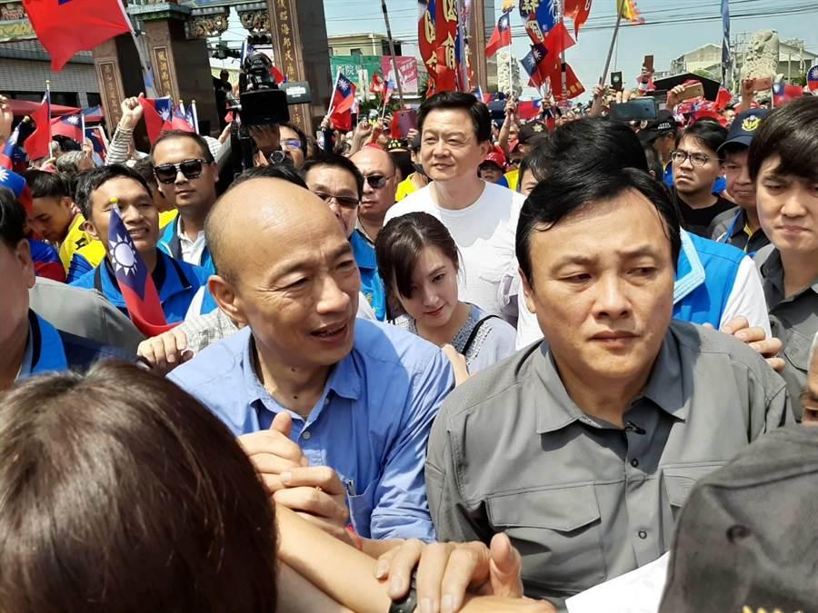韓國瑜彰化宗教之旅所到之處,支持者相當熱情。(張妍溱攝)