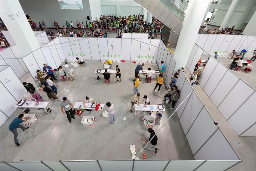 高市環保局首度大舉對外招募清潔隊員,術科考試競爭激烈。(袁庭堯攝)