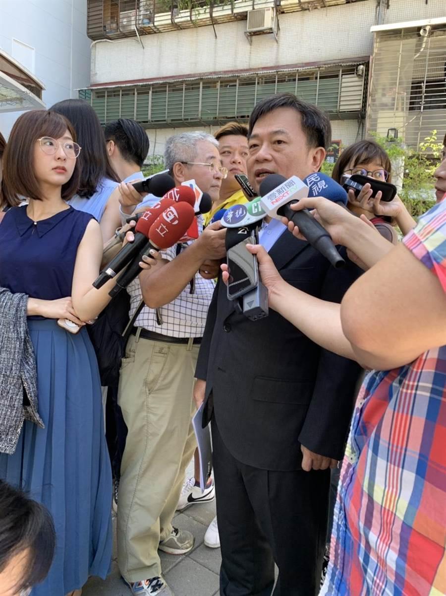 行政院前副院長林錫耀表示,國民黨整合成功或失敗,民進黨都不能大意。(郭建伸攝)