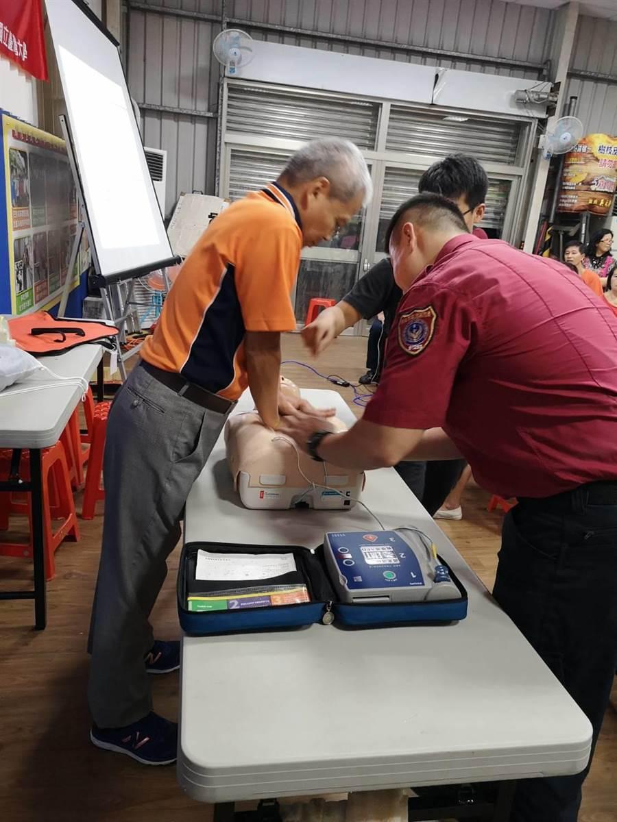 新北市中和區公所於8月31日在嘉慶里集會所辦理「防災技能訓練」。(中和區公所提供/葉書宏新北傳真)
