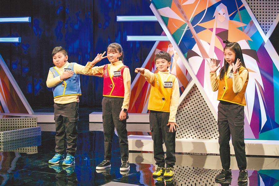 每集由4位小學生組成台語戰隊進行魔王挑戰賽。(霹靂國際多媒體提供)