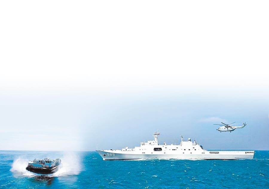 726型氣墊登陸艇(左)、「沂蒙山」號071型船塢登陸艦(右)。(取自中國軍網)