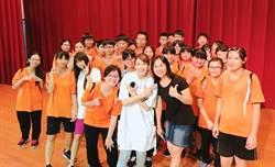 獨/超勵志!林思宇回國中母校演講「演藝圈甘苦」:走岔路也能到達終點!