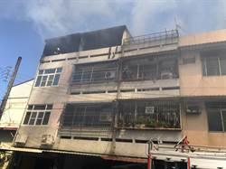 神明廳起火延燒4戶屋頂 火勢猛烈幸無人傷