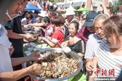 新疆瑪納斯縣 千人品嘗「百羊宴」