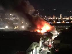 蘆洲復興路驚傳火警 3工廠百餘坪火燒1.5小時已撲滅