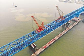 南沙港鐵路跨洪奇瀝特大橋鋼桁梁合龍