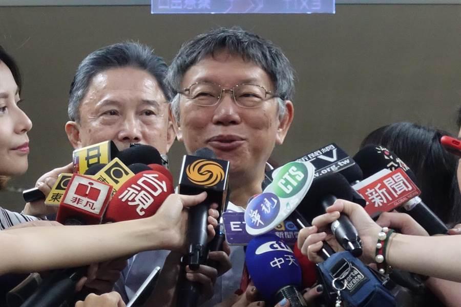 台北市長柯文哲今早接受媒體訪問。(張潼攝)