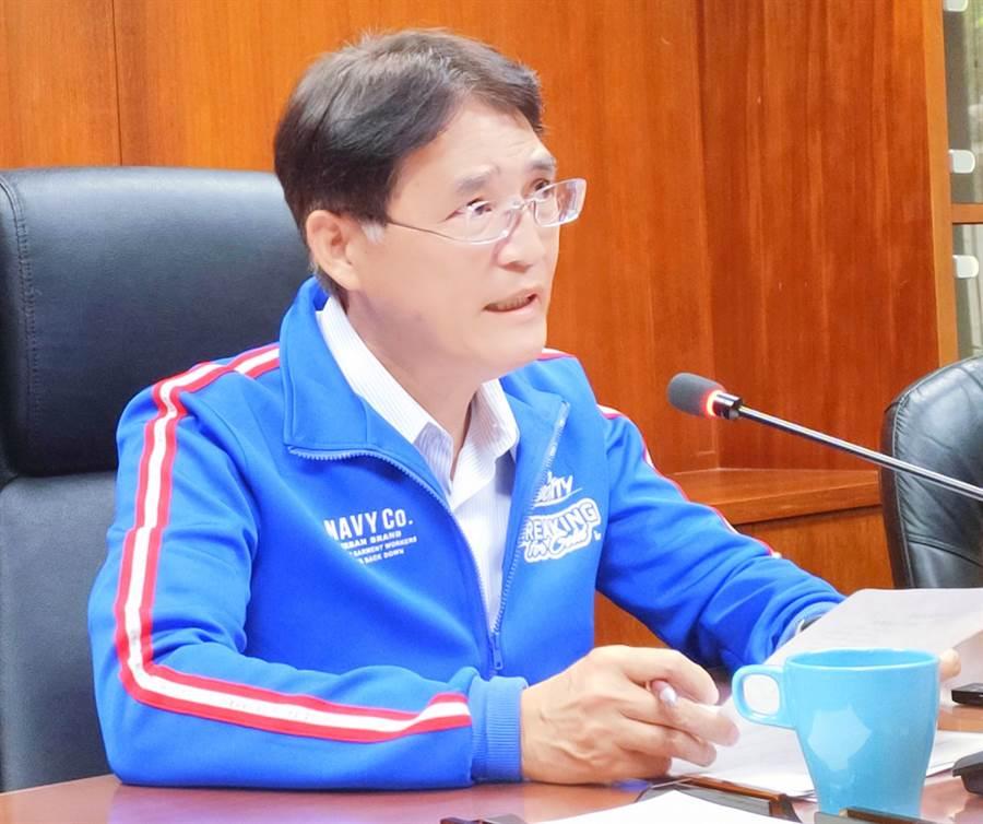體育署長高俊雄親上火線召開記者會,強調只要他在位的一天,莊智淵就不會退出國家隊。(黃邱倫)