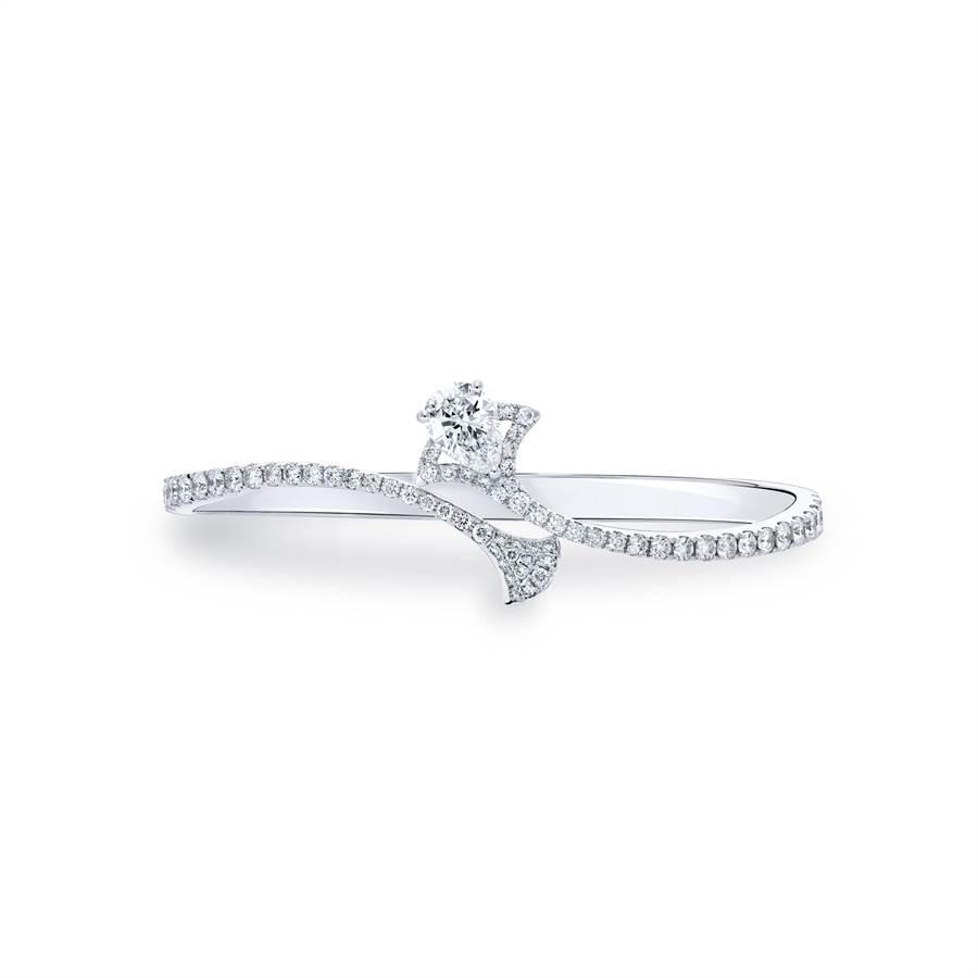 亞帝芬奇皇室珠寶訂製款鑽石手環,設計靈感來自法蒂瑪之手,是西亞以及北非地區常見的一種掌型護身符,水滴型花式切割造型。圖:業者提供