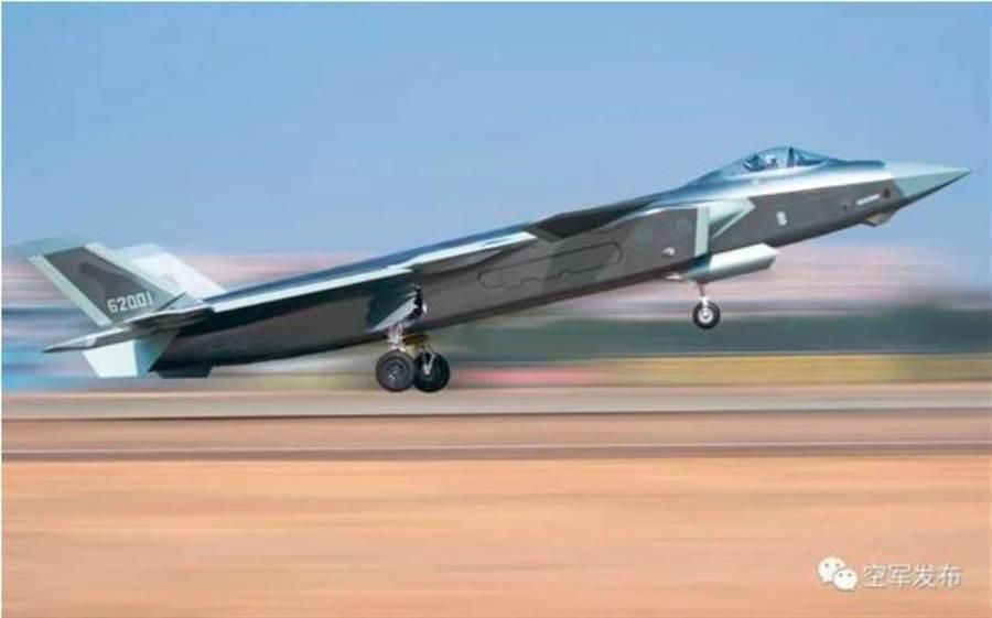 進行實戰化訓練的解放軍東部戰區殲-20戰機。(解放軍空軍發佈)