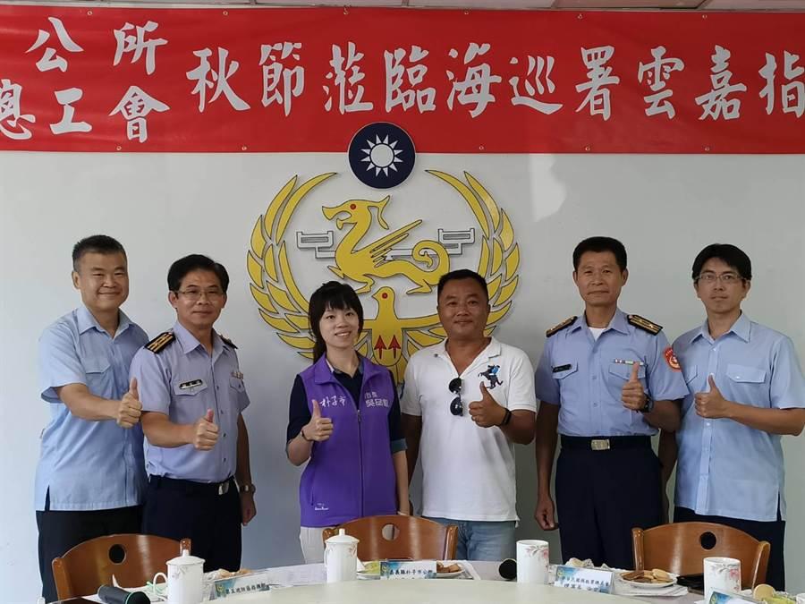 朴子市長吳品叡(左三)2日前往雲嘉巡防區指揮部慰勉國軍弟兄。(張毓翎攝)
