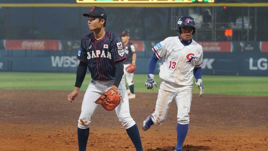 中華隊王順和(右)在對日本一戰跑回2分。(中華棒協提供)