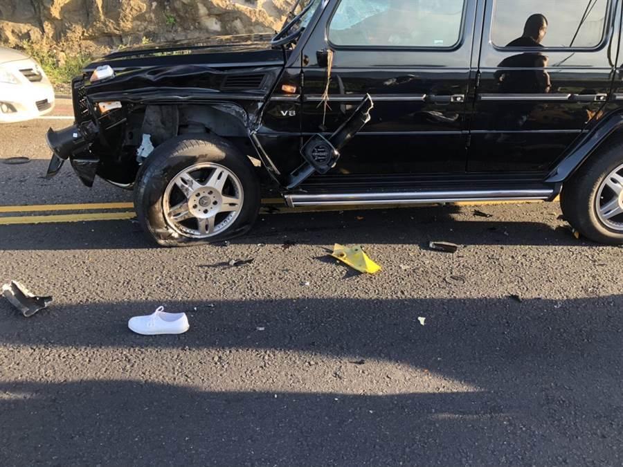 台2線濱海公路75.5公里處今(2)日下午4時許發生賓士與重機對撞,造成重機的男駕駛身亡、重機的男乘客重傷。(翻攝照片)