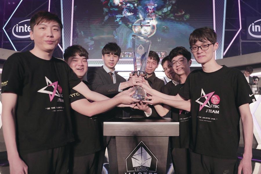 中國信託銀行冠名贊助的中信J Team奪下「英雄聯盟」2019 LMS夏季總決賽冠軍,將以LMS第一種子出征S9世界大賽,同時代表台灣躍上世界舞台。圖/杰藝文創提供