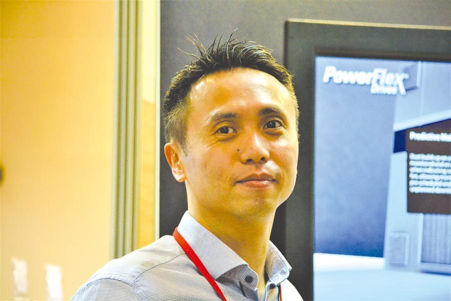 洛克威爾自動化譚世宏總經理親自介紹展示成果,呈現力挺台灣政府產業政策及人才培育投入計畫之企圖心。圖/陳逸格