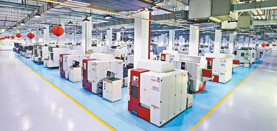比亞迪電子實現無人化智慧工廠生產。