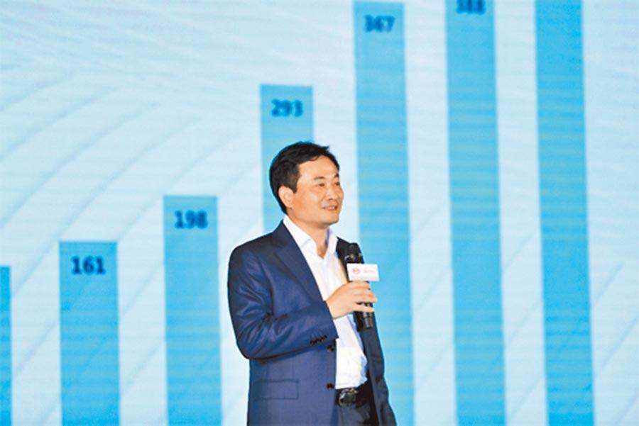 王念強表示,比亞迪電子正在大力打造無人化超級智慧工廠。