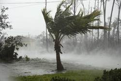 災情慘!怪獸颶風狂襲 「屍體水上漂」
