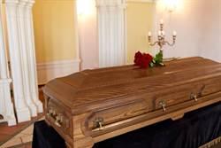 誰家棺材掉了?快找台東警認領