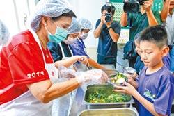 宜蘭免費營養午餐 童開心加菜