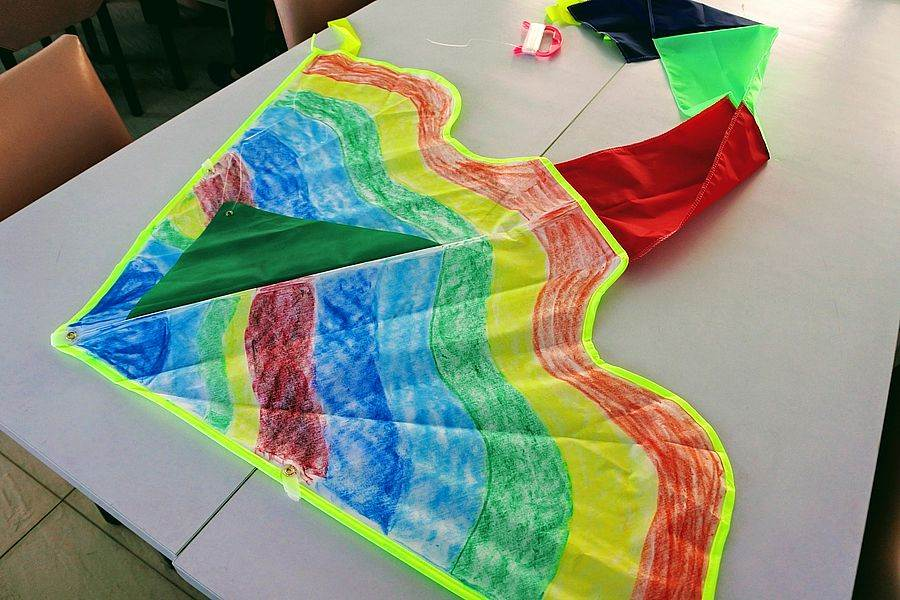 石門的「風藝術營區」有專門老師指導你DIY彩繪風箏。