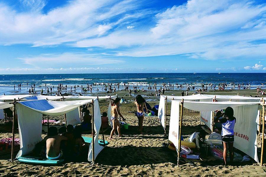 「浪漫白沙灣,沙灘生活節」現場好不熱鬧,旅人不畏豔陽,就要欣賞那美麗的海天一色。