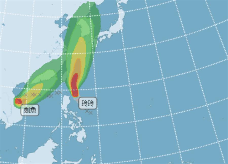 雙颱共舞!14號颱風「劍魚」凌晨生成 玲玲帶雨彈炸台2天。(圖/摘自氣象局)