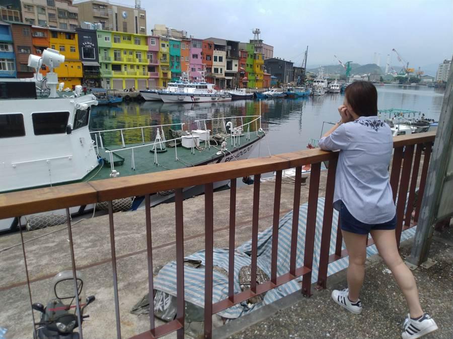 基隆正濱漁港彩色屋也是近來熱門打卡地點。(許家寧攝)