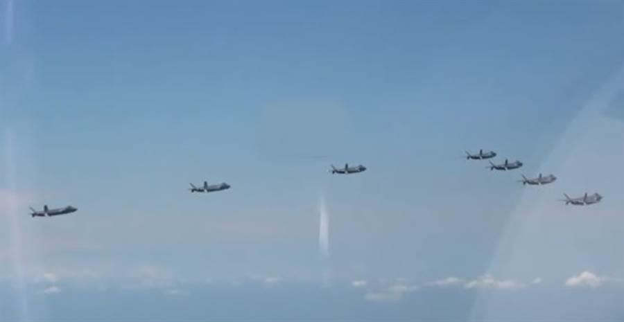分析認為,殲-20戰機7機同框編隊,宣告已形成完整作戰能力。(解放軍空軍宣傳片截圖)