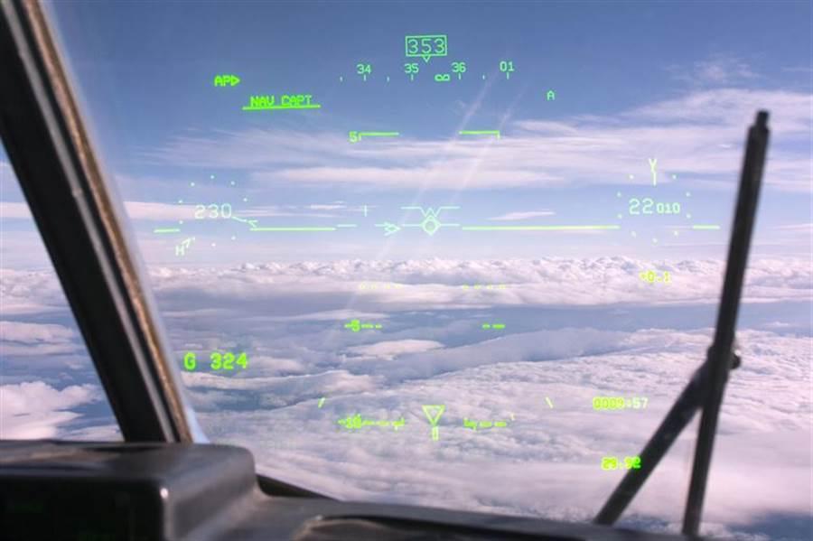 運輸機上的雨刷。(圖/美國空軍)