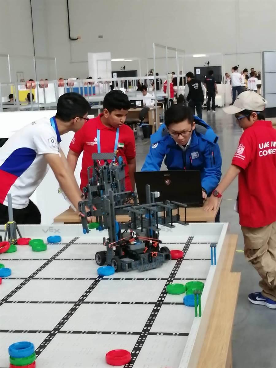 嘉義高工學生在國際技能競賽比賽情況。(嘉義高工提供/呂妍庭嘉義傳真)