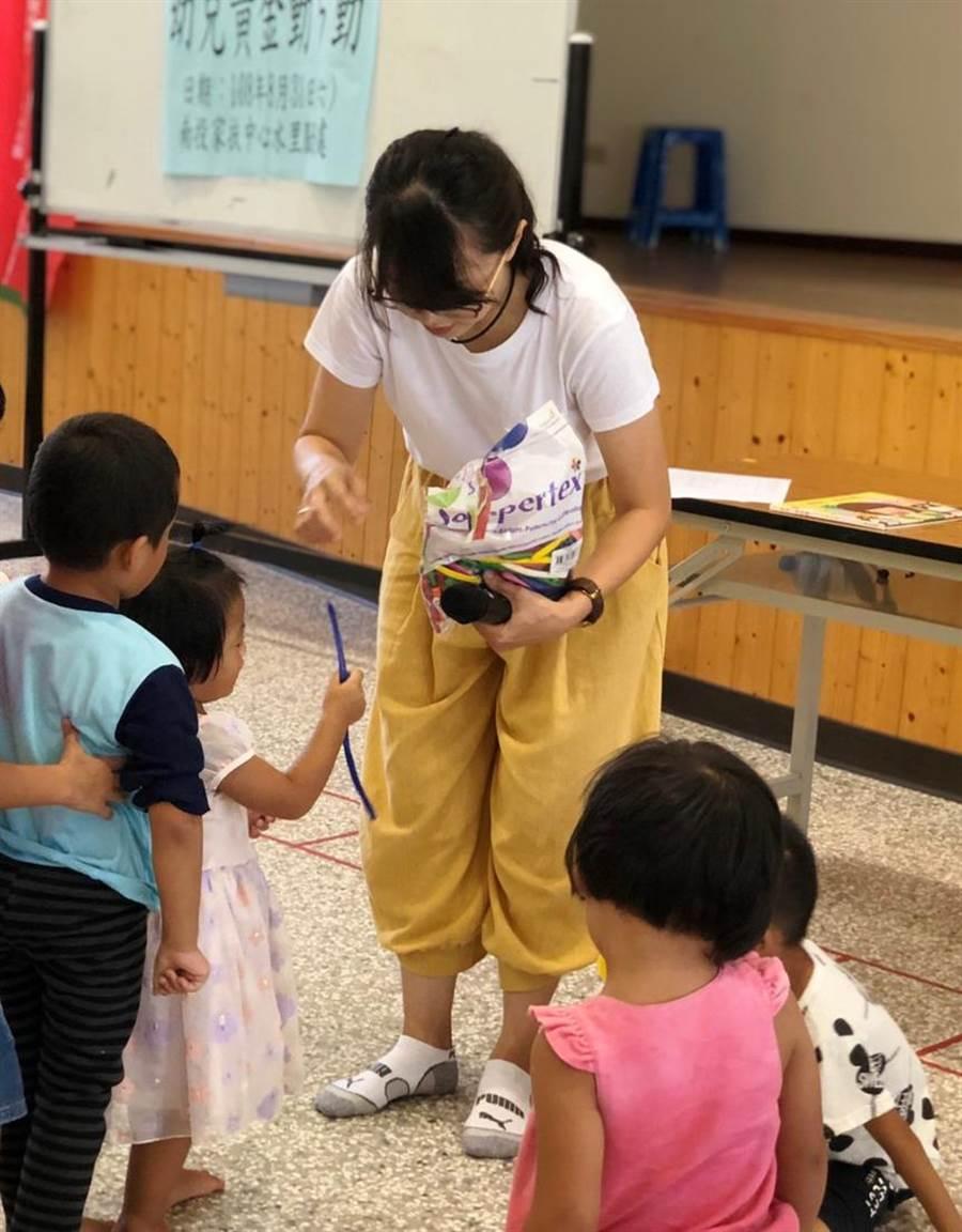 南投家扶中心水里服務處,為幼兒進行發展篩檢。(廖志晃攝)